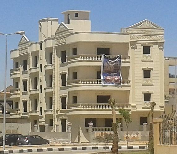عمارة كاملة بمدينة الشروق