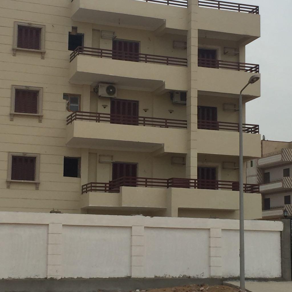 عمارة سكنية كاملة التشطيب للبيع  بالعاشر من رمضان